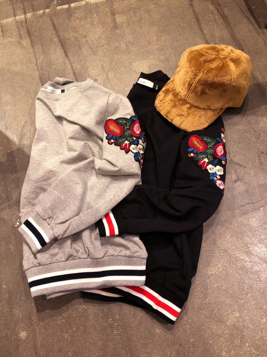 Floral embroidered trainer