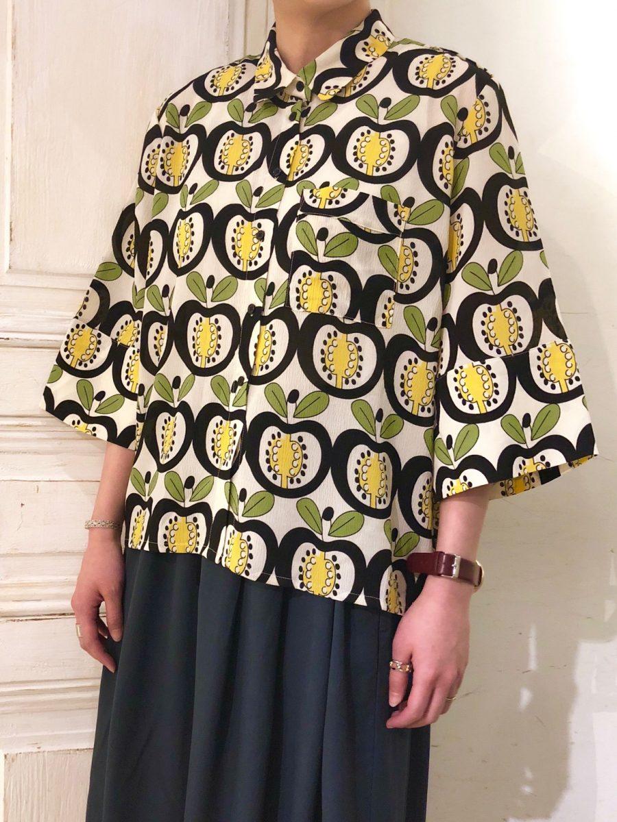 Apple pattern blouse