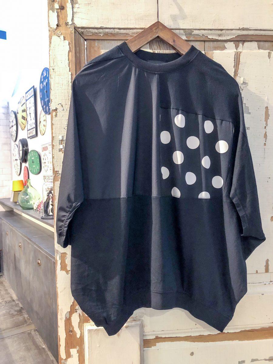 Dot switching T-shirt