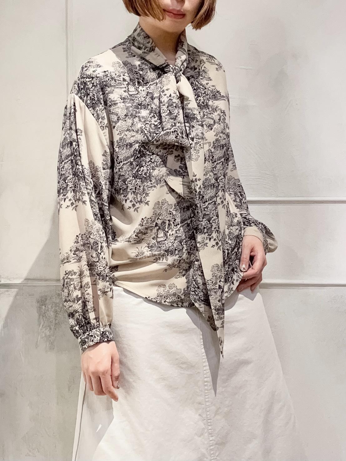 Landscape pattern bowtie blouse