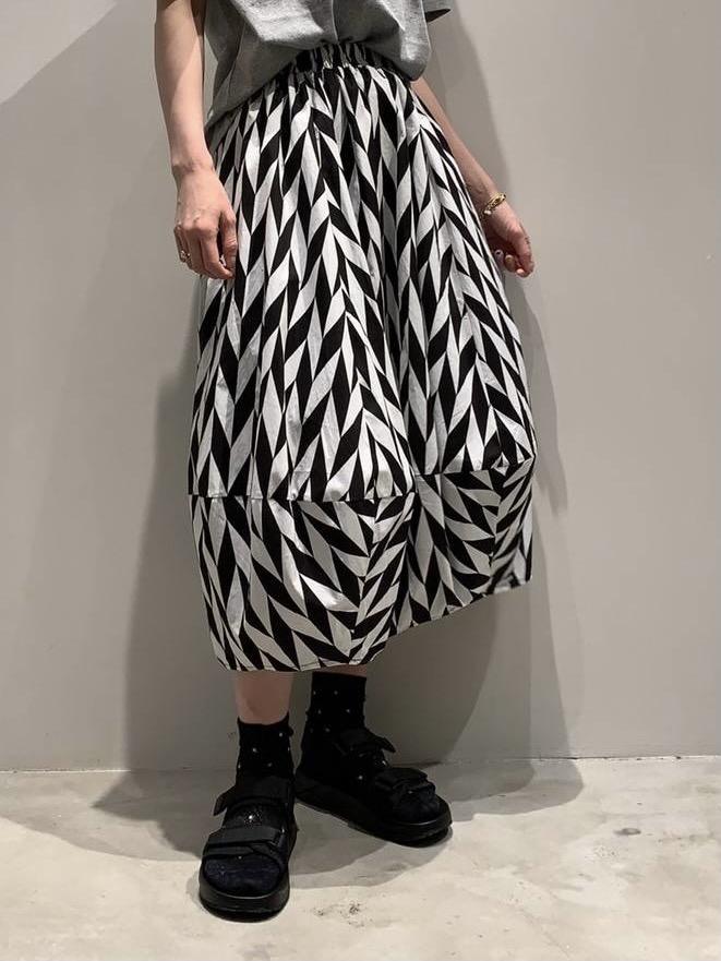 Monotone balloon skirt